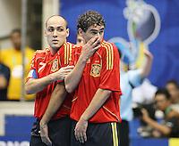 Fussball  International  FIFA  FUTSAL WM 2008   09.10.2008 Vorrunde Gruppe D Spain - Uruguay Spanien - Uruguay JAVI RODRIGUEZ (li, ESP) und DANIEL (ESP) bilden eine Mauer.