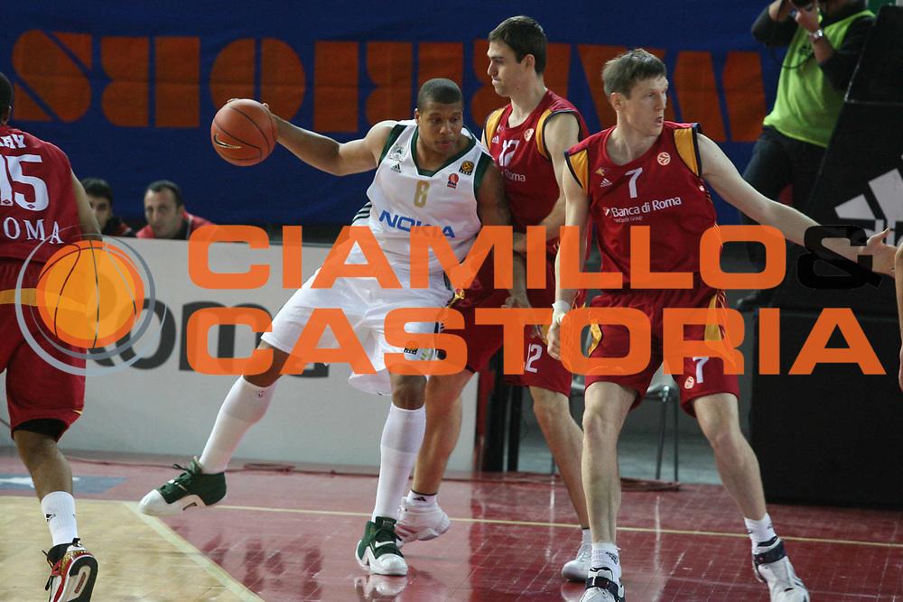 DESCRIZIONE : Roma Eurolega 2007-08 Lottomatica Virtus Roma Panathinaikos Atene <br />GIOCATORE : Mike Batiste<br />SQUADRA : Panathinaikos Atene<br />EVENTO : Eurolega 2007-2008 <br />GARA : Lottomatica Virtus Roma Panathinaikos Atene <br />DATA : 13/12/2007 <br />CATEGORIA : Palleggio<br />SPORT : Pallacanestro <br />AUTORE : Agenzia Ciamillo-Castoria/G.Ciamillo
