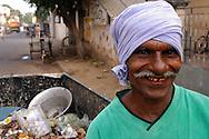 INDE<br /> &Eacute;boueur intouchable pendant sa tourn&eacute;e, &agrave; Chennai (Madras)