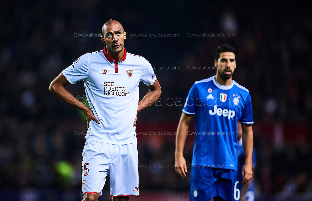 SEVILLE, SPAIN - NOVEMBER 22:  Steven N'Zonzi of Sevilla FC reacts during the UEFA Champions League match between Sevilla FC and Juventus at Estadio Ramon Sanchez Pizjuan on November 22, 2016 in Seville, .  (Photo by Aitor Alcalde/Getty Images)