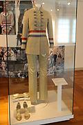 Beatrix opent tentoonstelling M&aacute;xima, 10 jaar in Nederland.//<br /> Queen Beatrix opens the exibition Maxima 10 years in the Netherlands<br /> <br /> Op de foto:<br /> <br />  &quot;postzak-outfit&quot; van ontwerper Jan Taminiau // &quot;mailbag outfit&quot; by designer Jan Taminiau