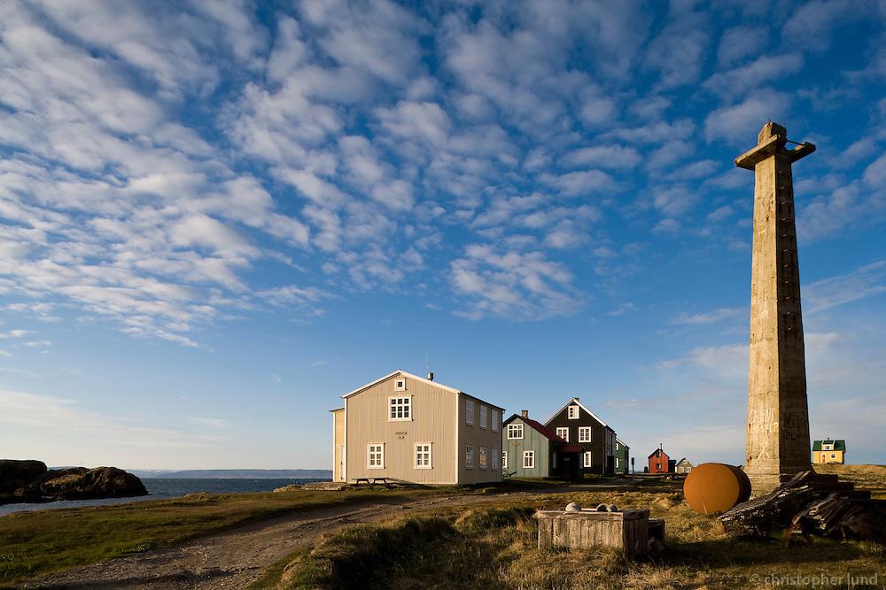 Frá Flatey. Gömul hús í fallegri kvöldsól..From island Flatey. Old houses in evening light.