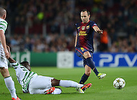 FUSSBALL   INTERNATIONAL   CHAMPIONS LEAGUE   2012/2013      FC Barcelona - Celtic FC Glasgow       23.10.2012 Andres Iniesta (re, Barca) gegen Victor Wanyaman (Celtic)