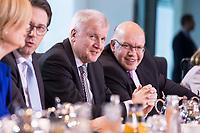 14 MAR 2018, BERLIN/GERMANY:<br /> Der komplette Kabinettstisch (bis auf Heiko Maas), von links im Uhrzeigersinn: Anja Karliczek, MdB, CDU, Bundesministerin fuer Bildung und Forschung, Gerd Mueller, MdB, CSU, Bundesminister fuer wirtschaftliche Zusammenarbeit und Entwicklung, Hubertus Heil, MdB, SPD, Bundesminister fuer Arbeit und Soziales, Olaf Scholz, SPD, Bundesminister der Finanzen, Angela Merkel, MdB, CDU, Bundeskanzlerin, Helge Braun, MdB, CDU, Chef des Bundeskanzleramtes und Bundesminister fuer besondere Aufgaben, Hendrik Hoppenstedt, CDU, Staatsminister fuer die Bund-L&auml;nder-Beziehungen, Monika Gruetters, CDU, Beauftragte der Bundesregierung f&uuml;r Kultur und Medien, Steffen Seibert, Regierungssprecher, Annette Widmann-Mauz, CDU, Beauftragte der Bundesregierung fuer Migration, Fluechtlinge und Integration, Dorothee Baer, CSU, Staatsministerin fuer Digitales, Michael Roth, SPD, Staatsminister im Auswaertigen Amt, Svenja Schulze, SPD, Bundesministerin fuer Umwelt, Naturschutz und nukleare Sicherheit, Julia Kloeckner, MdB, CDU, Bundesministerin fuer Ernaehrung und Landwirtschaft, Andreas Scheuer, MdB, CSU, Bundesminister fuer Verkehr und digitale Infrastruktur, Horst Seehofer, CSU, Bundesminister des Innern, fuer Bau und Heimat, Peter Altmaier, MdB, Bundesminister fuer Wirtschaft und Energie, Katarina Barley, MdB, SPD, Bundesministerin der Justiz und fuer Verbraucherschutz, Franziska Giffey, SPD, Bundesministerin fuer Familie, Senioren, Frauen und Jugend, Ursula von der Leyen, CDU, MdB, Bundesministerin der Verteidigung, Jens Spahn, MdB, CDU, Bundesminister fuer Gesundheit, vor Beginn der ersten Sitzung des Kabinetts Merkel IV, Kabinettsaal, Bundeskanzleramt<br /> KEYWORDS: Monika Gr&uuml;tters, Dorothee B&auml;r, Julia Kl&ouml;ckner, Kabinett, Kabinettsitzung, Sitzung,, neues Kabinett