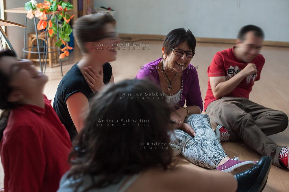 Roma, 20/06/2016: Laboratorio teatrale &quot;Il condominio di via dei Sabelli&quot; in occasione delle prove dello spettacolo &quot;Se mi sfratti ... ti cancello&quot;. Il grande Cocomero, Associazione che opera nel campo della psichiatria dell'et&agrave; evolutiva - Early Psychosis ward of Child Neuro Psychiatry. Theatre workshop at &quot;Il Grande Cocomero&quot;, an association involved with social issues.<br /> &copy;Andrea Sabbadini