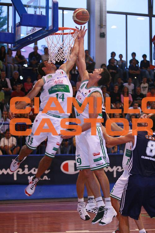 DESCRIZIONE : Moncalieri Precampionato Lega A1 2006-07 Trofeo Citta di Moncalieri Benetton Treviso Lottomatica Roma<br />GIOCATORE : Frahm Beard<br />SQUADRA : Benetton Treviso<br />EVENTO : Precampionato Lega A1 2006-2007 Trofeo Citta di Moncalieri <br />GARA : Benetton Treviso Lottomatica Roma <br />DATA : 15/09/2006 <br />CATEGORIA : Rimbalzo<br />SPORT : Pallacanestro <br />AUTORE : Agenzia Ciamillo-Castoria/S.Ceretti