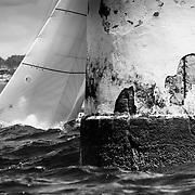 La flota de los 6mR durante la primera jornada de regatas del Trofeo Viajes InterRías, disputada entre la bocana del Puerto del RCNS y la Isla de Ons.