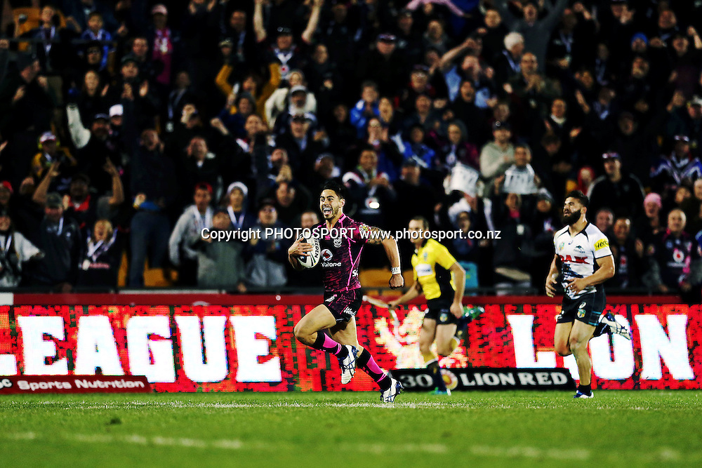 Shaun Johnson of the Warriors breaks away with an intercept. Round 16 NRL Telstra Premiership game, Vodafone Warriors v Penrith Panthers, Mt Smart Stadium, Auckland, New Zealand. Sunday 29th June 2014. Photo: photosport.co.nz