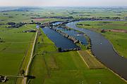Nederland, Overijssel, Gemeente Hattem, 03-10-2010; Beneden-IJssel, voorbij Zwolle, links de Zalkerdijk (Zalk net buiten beeld), Wilsum in de rechter bocht van de rivier, aan de horizon Kampen. Het zomerbed van de rivier zal worden uitgegraven. Deze zomerbedverlaging vindt plaats in het kader van Ruimte voor de Rivier..Lower IJssel, the (summer) riverbed will be excavated creating more space for the river..luchtfoto (toeslag), aerial photo (additional fee required).foto/photo Siebe Swart