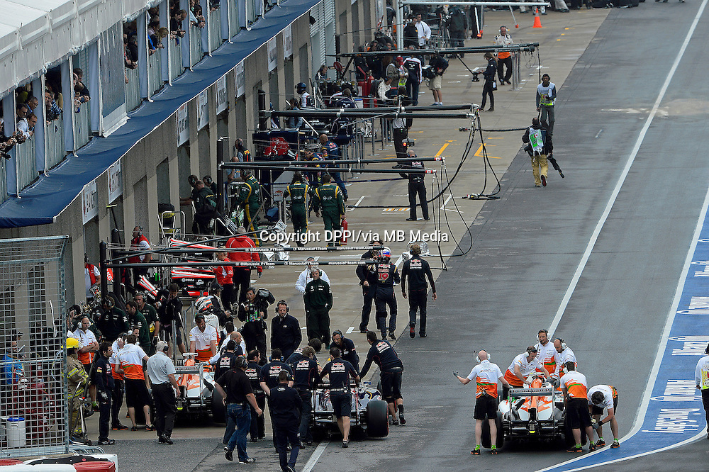 MOTORSPORT - F1 2013 - GRAND PRIX OF CANADA - MONTREAL (CAN) - 07 TO 09/06/2013 - PHOTO ERIC VARGIOLU / DPPI STAND - PIT LANE<br /> FORCE INDIA TEAM AMBIANCE