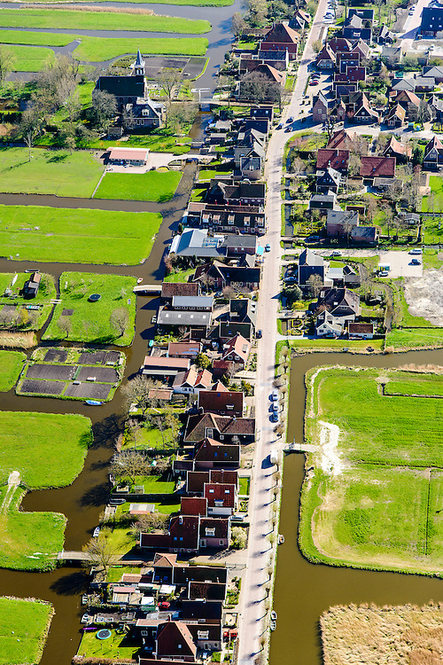 Nederland, Noord-Holland, Gemeente Alkmaar, 20-04-2015; Grootschermer, lintdorp gelegen tussen de polders Schermer en Beemster<br /> Ribbon village located between the polders Schermer and Beemster.<br /> luchtfoto (toeslag op standard tarieven);<br /> aerial photo (additional fee required);<br /> copyright foto/photo Siebe Swart