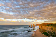Australia, Victoria, Port Campbell National Park, Great Ocean Road, Twelfe Apostles, sunrise clouds