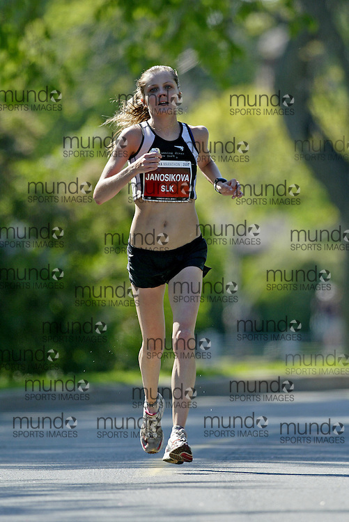 (Ottawa, Ontario---24/05/09)   KATARINA  JANOSIKOVA running in the 2009 Ottawa Marathon.. The race was part of the 2009 Ottawa Race Weekend. Copyright photograph Sean Burges / Mundo Sport Images, 2009. www.mundosportimages.com / www.msievents.com.
