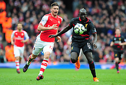 Olivier Giroud of Arsenal and Mamadou Sakho of Liverpool chase down the ball. - Photo mandatory by-line: Alex James/JMP - Mobile: 07966 386802 - 04/04/2015 - SPORT - Football - London - Emirates Stadium - Arsenal v Liverpool - Barclays Premier League