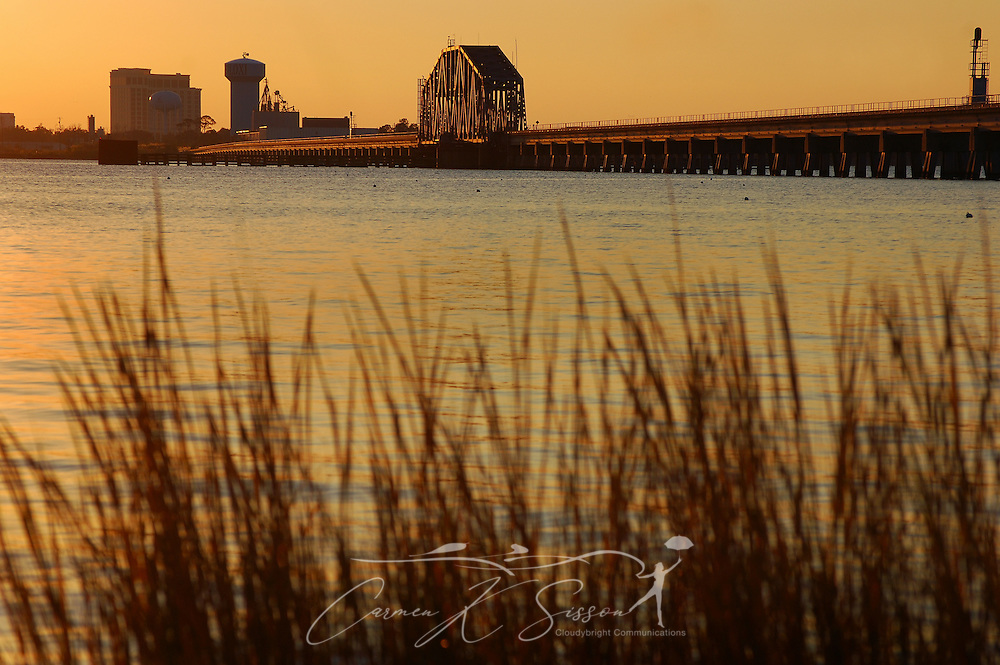 The sun sets on Front Beach in Ocean Springs, Mississippi, on Dec. 18, 2010. (Photo by Carmen K. Sisson/Cloudybright)