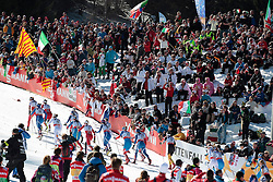 02.03.2013, Langlaufstadion, Lago di Tesero, ITA, FIS Weltmeisterschaften Ski Nordisch, Langlauf Damen, 30 Km, im Bild group and spectators during the Ladies 30 km Cross Country of the FIS Nordic Ski World Championships 2013 at the Cross Country Stadium, Lago di Tesero, Italy on 2013/03/02. EXPA Pictures ©  2013, PhotoCredit: EXPA/ Federico Modica