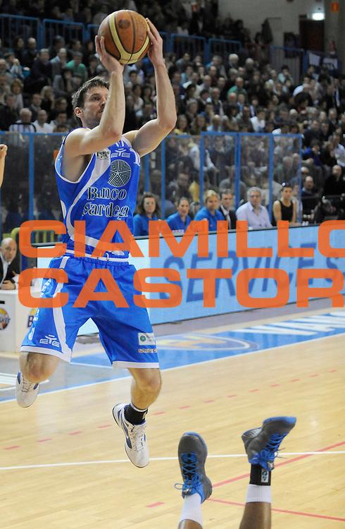 DESCRIZIONE : Cremona Lega A 2012-13 Vanoli Cremona Banco di Sardegna Sassari<br /> GIOCATORE : Drake Diener<br /> SQUADRA : Banco di Sardegna Sassari<br /> EVENTO : Campionato Lega A 2012-2013<br /> GARA :  Vanoli Cremona Banco di Sardegna Sassari<br /> DATA : 24/03/2013<br /> CATEGORIA : Tiro Equilibrio<br /> SPORT : Pallacanestro<br /> AUTORE : Agenzia Ciamillo-Castoria/A.Giberti<br /> Galleria : Lega Basket A 2012-2013<br /> Fotonotizia : Cremona Lega A 2012-13 Vanoli Cremona Banco di Sardegna Sassari<br /> Predefinita :