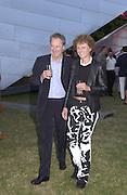 Desmond Page and Sara von Halle. Serpentine Summer Gala. 28 June 2001. © Copyright Photograph by Dafydd Jones 66 Stockwell Park Rd. London SW9 0DA Tel 020 7733 0108 www.dafjones.com