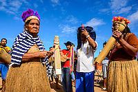 15/04/2012 - Brasil - Espirito Santo - Linhares - Banda de Congo dos Indios Tupunikins no Distrito de Regência - Foto: Gabriel Lordello/ Mosaico Imagem