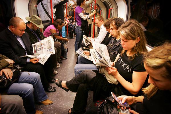 LONDON, ENGLAND 25/08/05 COMMUTERS READ NEWSPAPERS ON THE MORNING COMMUTE BY NEVILLE ELDERLONDON SCENES: City Of London by Neville Elder