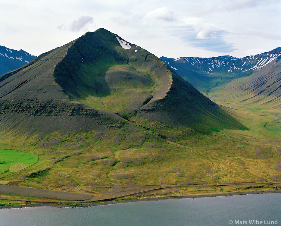 Hólahvilft séð til suðurs, Dýrafjörður, Ísafjarðarbær áður Þingeyrarhreppur / Holahvilft viewing south, Dyrafjordur, Isafjardarbaer former Thingeyrarhreppur.