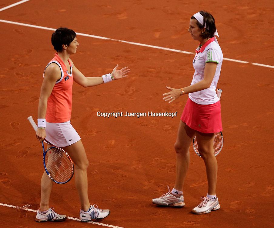 Porsche Cup 2011 in Stuttgart, internationales WTA Damen Tennis Turnier, Porsche Arena, Doppel Finale, Jasmin Woehr und mit Stirnband Kristina Barrois (beide GER)