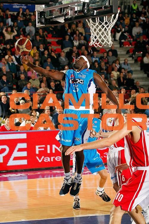 DESCRIZIONE : Varese Lega A1 2007-08 Cimberio Varese Eldo Napoli<br /> GIOCATORE : Jumaine Jones<br /> SQUADRA : Eldo Napoli<br /> EVENTO : Campionato Lega A1 2007-2008<br /> GARA : Cimberio Varese Eldo Napoli<br /> DATA : 04/11/2007<br /> CATEGORIA : Rimbalzo<br /> SPORT : Pallacanestro<br /> AUTORE : Agenzia Ciamillo-Castoria/G.Cottini<br /> Galleria : Lega Basket A1 2007-2008<br /> Fotonotizia : Varese Campionato Italiano Lega A1 2007-2008 Cimberio Varese Eldo Napoli<br /> Predefinita :