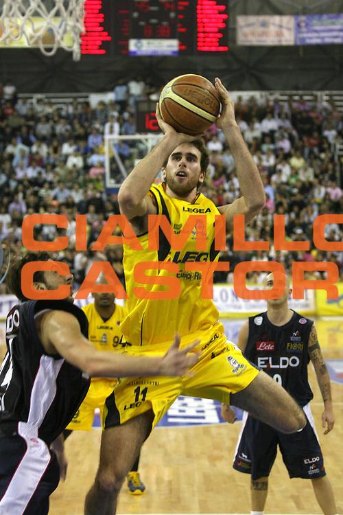 DESCRIZIONE : Scafati Lega A1 2006-07 Legea Scafati Eldo Napoli <br /> GIOCATORE : Datome <br /> SQUADRA : Legea Scafati <br /> EVENTO : Campionato Lega A1 2006-2007 <br /> GARA : Legea Scafati Eldo Napoli <br /> DATA : 15/04/2007 <br /> CATEGORIA : Tiro <br /> SPORT : Pallacanestro <br /> AUTORE : Agenzia Ciamillo-Castoria/G.Ciamillo