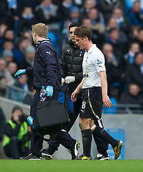 22.01.2012, Etihad Stadion, Manchester, ENG, PL, Manchester City vs Tottenham Hotspur, 22. Spieltag, im Bild Tottenham Hotspur's Scott Parker walks off with a head injury after being stamped on by Manchester City's Mario Balotelli during the football match of English premier league, 22th round, between Manchester City and Tottenham Hotspur at Etihad Stadium, Manchester, United Kingdom on 2012/01/22. EXPA Pictures © 2012, PhotoCredit: EXPA/ Propagandaphoto/ David Rawcliff..***** ATTENTION - OUT OF ENG, GBR, UK *****