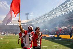 14-05-2017 NED: Kampioenswedstrijd Feyenoord - Heracles Almelo, Rotterdam<br /> In een uitverkochte Kuip pakt Feyenoord met een 3-0 overwinning het landskampioenschap / Bilal Basacıkoglu #14, Tonny Vilhena #10