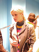 Laura Bailey. Marni shop opening. Sloane St. London. 25 October 2000. © Copyright Photograph by Dafydd Jones 66 Stockwell Park Rd. London SW9 0DA Tel 020 7733 0108 www.dafjones.com