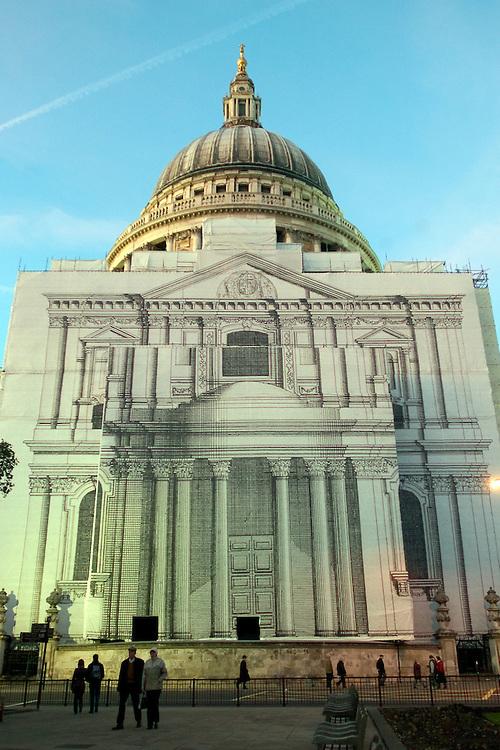 Vista de la Catedral de San Pablo ubicada en la City. Londres, 27-11-2005. (ivan gonzalez)