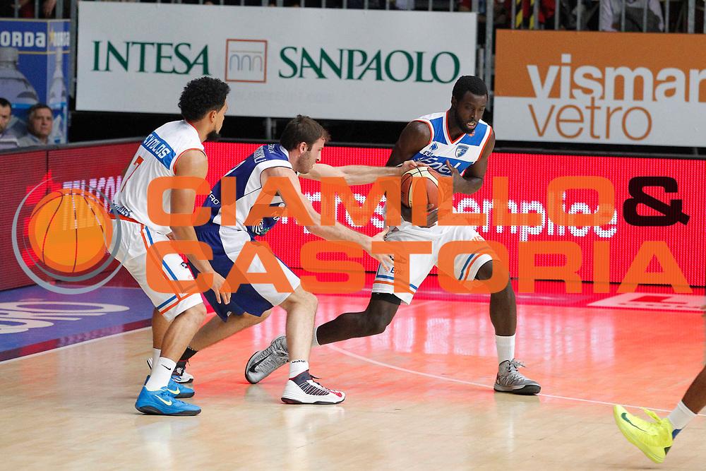 DESCRIZIONE : Cantu Lega A 2012-13 Che Bolletta Cantu Enel Brindisi<br /> GIOCATORE : Jeral Grant Manuchar Markoishvili<br /> CATEGORIA : Rimbalzo Contrasto<br /> SQUADRA : Enel Brindisi Che Bolletta Cantu<br /> EVENTO : Campionato Lega A 2012-2013<br /> GARA : Che Bolletta Cantu Enel Brindisi<br /> DATA : 21/10/2012<br /> SPORT : Pallacanestro <br /> AUTORE : Agenzia Ciamillo-Castoria/G.Cottini<br /> Galleria : Lega Basket A 2012-2013  <br /> Fotonotizia : Cantu Lega A 2012-13 Che Bolletta Cantu Enel Brindisi<br /> Predefinita :