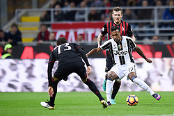 22.10.2016, Stadio Giuseppe Meazza, Mailand, ITA, Serie A, AC Milan vs Juventus Turin, 9. Runde, im Bild Alex Sandro // Alex Sandro during the Italian Serie A 9th round match between AC Milan and Juventus Turin at the Stadio Giuseppe Meazza in Mailand, Italy on 2016/10/22. EXPA Pictures © 2016, PhotoCredit: EXPA/ laPresse/ Daniele Badolato<br /> <br /> *****ATTENTION - for AUT, SUI, CRO, SLO only*****