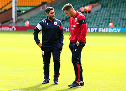Bristol City head coach Lee Johnson talks with Josh Brownhill of Bristol City - Mandatory by-line: Robbie Stephenson/JMP - 23/09/2017 - FOOTBALL - Carrow Road - Norwich, England - Norwich City v Bristol City - Sky Bet Championship