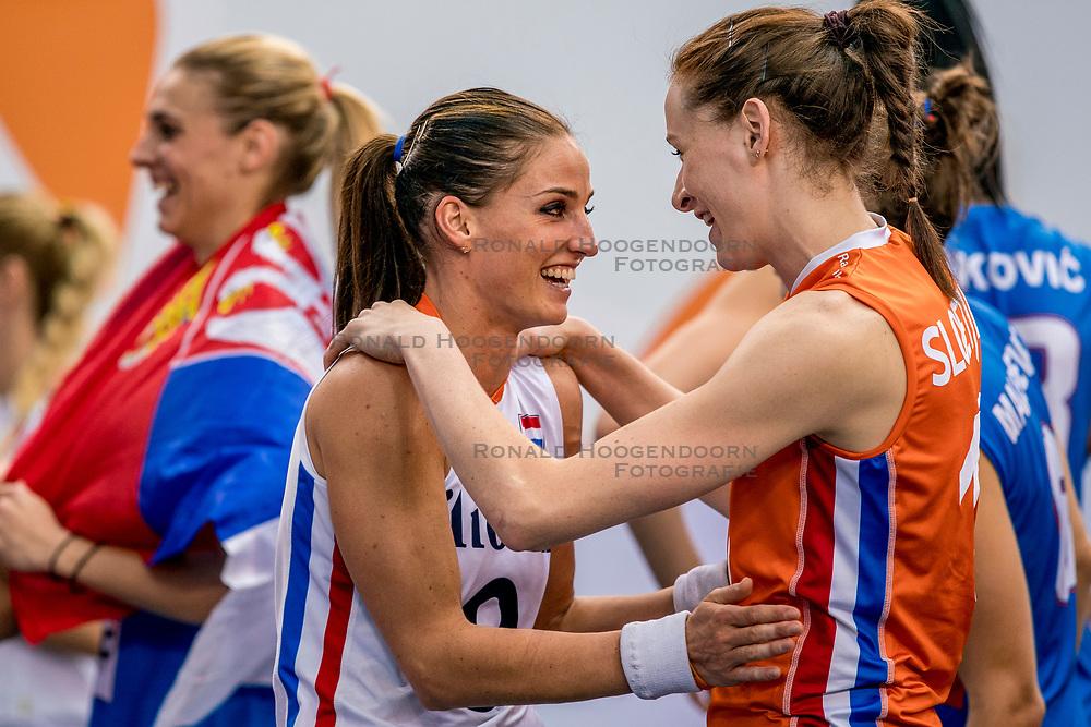 01-10-2017 AZE: Final CEV European Volleyball Nederland - Servie, Baku<br /> Nederland verliest opnieuw de finale op een EK. Servi&euml; was met 3-1 te sterk / Lonneke Sloetjes #10 of Netherlands, Myrthe Schoot #9 of Netherlands