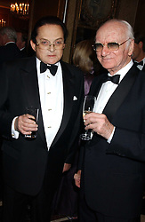Left to right, ALEC WILDENSTEIN and SIR PETER O'SULLEVAN at the Cartier Racing Awards held at the Four Seasons Hotel, Hamilton Place, London W1 on 16th November 2005.<br />