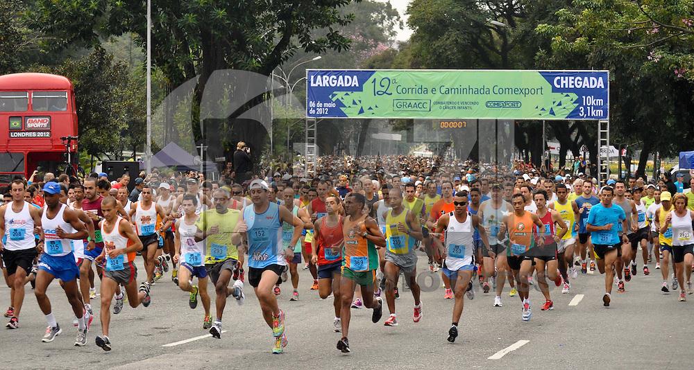SAO PAULO, SP, 06 DE MAIO DE 2012 - 12ª CORRIDA E CAMINHADA CONTRA O CANCER - Realizada na manhã deste domingo (6) a 12ª corrida e caminhada contra o cancer organizada pelo Graac. A corrida aconteceu na Av. PedroAlvares Cabral, em frente ao Parque do Ibirapuera em São Paulo.(FOTO: LEVI BIANCO - BRAZIL PHOTO PRESS)