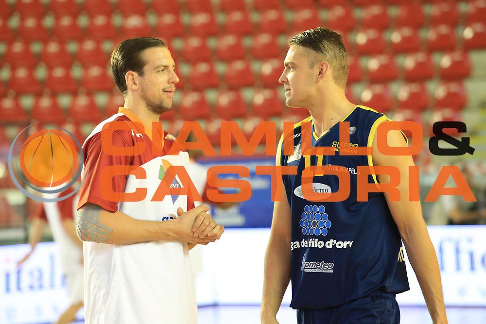 DESCRIZIONE : Roma Lega A 2012-2013 Acea Roma Sutor Montegranaro<br /> GIOCATORE : Peter Lorant<br /> CATEGORIA : pre game fair play<br /> SQUADRA : Acea Roma<br /> EVENTO : Campionato Lega A 2012-2013 <br /> GARA : Acea Roma Sutor Montegranaro<br /> DATA : 05/05/2013<br /> SPORT : Pallacanestro <br /> AUTORE : Agenzia Ciamillo-Castoria/M.Simoni<br /> Galleria : Lega Basket A 2012-2013  <br /> Fotonotizia : Roma Lega A 2012-2013 Acea Roma Sutor Montegranaro<br /> Predefinita :