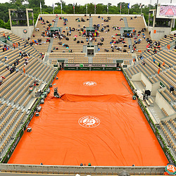 Rain interrupts play on Court Suzanne Lenglen during Day 3 of the French Open 2018 on May 29, 2018 in Paris, France. (Photo by Dave Winter/Icon Sport)