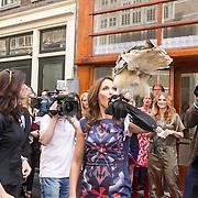 NLD/Amsterdam/20130506 -  Boekpresentatie 'De hartsvriendin' van Heleen van Royen, een uil met een sleutel aan zijn pootje vliegt aan om de winkel te openen