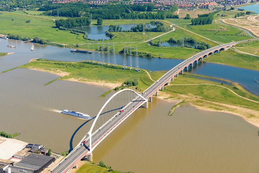 Nederland, Gelderland, Nijmegen, 29-05-2019; Nijmegen en Veur-Lent, Spiegelwaal met brug De Oversteek.<br /> Nijmegen and Veur-Lent, view of the newly constructed high water channel, the Spiegelwaal.<br /> <br /> luchtfoto (toeslag op standard tarieven);<br /> aerial photo (additional fee required);<br /> copyright foto/photo Siebe Swart