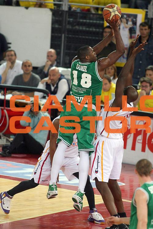 DESCRIZIONE : Roma Lega A1 2005-06 Play Off Semifinale Gara 2 Lottomatica Virtus Roma Benetton Treviso<br /> GIOCATORE : Goree<br /> SQUADRA : Benetton Treviso <br /> EVENTO : Campionato Lega A1 2005-2006 Play Off Semifinale Gara 2 <br /> GARA : Lottomatica Virtus Roma Benetton Treviso<br /> DATA : 03/06/2006 <br /> CATEGORIA : Tiro<br /> SPORT : Pallacanestro <br /> AUTORE : Agenzia Ciamillo-Castoria/E.Castoria<br /> Galleria : Lega Basket A1 2005-2006 <br /> Fotonotizia : Roma Campionato Italiano Lega A1 2005-2006 Play Off Semifinale Gara 2 Lottomatica Virtus Roma Benetton Treviso<br /> Predefinita :