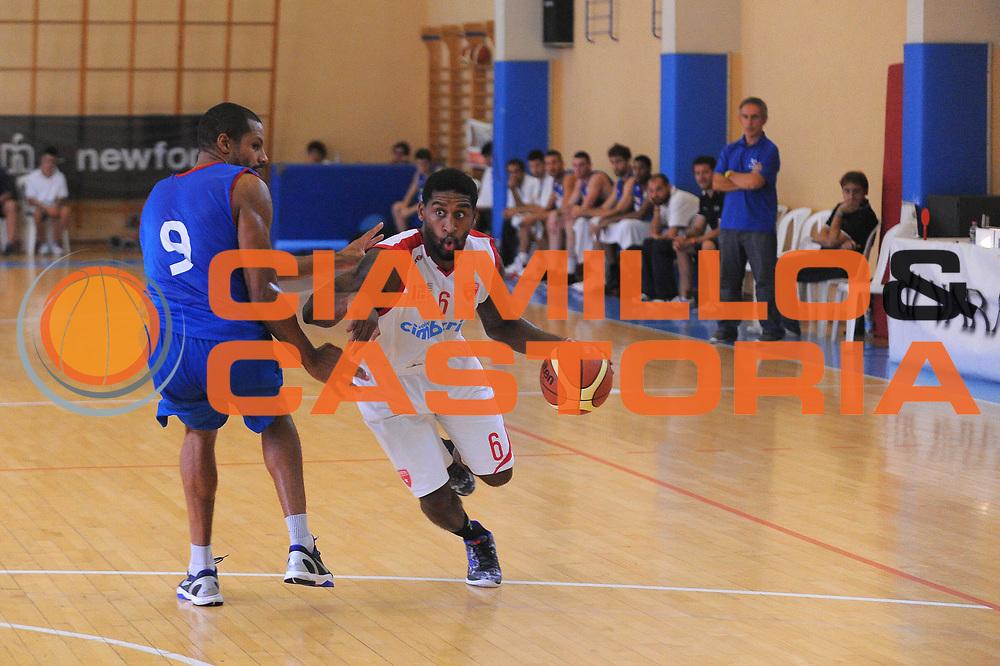 DESCRIZIONE : Varallo Torneo di Varallo Lega A 2011-12 Cimberio Varese Novipiu Casale Monferrato<br /> GIOCATORE : Justin Hurtt<br /> CATEGORIA : Palleggio<br /> SQUADRA : Cimberio Varese<br /> EVENTO : Campionato Lega A 2011-2012<br /> GARA : Cimberio Varese Novipiu Casale Monferrato<br /> DATA : 11/09/2011<br /> SPORT : Pallacanestro<br /> AUTORE : Agenzia Ciamillo-Castoria/A.Dealberto<br /> Galleria : Lega Basket A 2011-2012<br /> Fotonotizia : Varallo Torneo di Varallo Lega A 2011-12 Cimberio Varese Novipiu Casale Monferrato<br /> Predefinita :