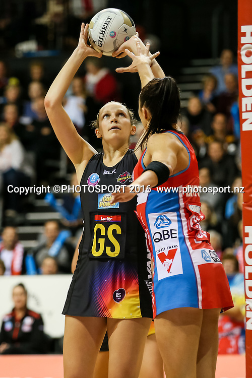 Waikato BOP's Joanne Harten lines up a shot at goal during the ANZ Netball Championship semi final between the Waikato BOP Magic and the NSW Swifts, played at Claudelands Arena, Hamilton, New Zealand on Monday 25 July 2016.  Copyright Photo: Bruce Lim / www.photosport.nz