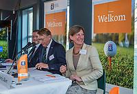UTRECHT -   aftredend president Willem Zelsmann,   Algemene Ledenvergadering van de Nederlandse Golf Federatie NGF. rechts bestuurslid Marise Blom,    COPYRIGHT KOEN SUYK