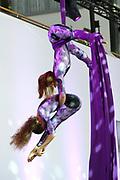 Prinses Beatrix opent nieuwbouw St. Antonius Ziekenhuis in de Utrechtse wijk Leidsche Rijn.<br /> <br /> Princess Beatrix opens new St. Antonius Hospital in Utrecht Leidsche Rijn.<br /> <br /> Op de foto / On the photo: <br /> <br />  Prinses Beatrix kijkt naar een acrobatische act, voorafgaand aan de officiële opening<br /> <br /> Princess Beatrix watching an acrobatic act, prior to the official opening