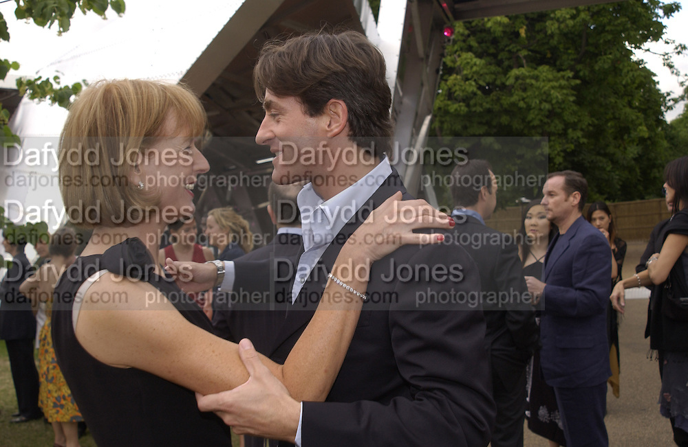 Julia Peyton-Jones and Tim Jeffries. Serpentine Summer Gala. 28 June 2001. © Copyright Photograph by Dafydd Jones 66 Stockwell Park Rd. London SW9 0DA Tel 020 7733 0108 www.dafjones.com