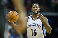 MEMPHIS, TN - DECEMBER 10:  Toney Douglas #16 of the Memphis Grizzlies dribbles down the court against the Golden State Warriors at the FedExForum on December 10, 2016 in Memphis, Tennessee.  The Grizzlies defeated the Warriors 110-89.  NOTE TO USER: User expressly acknowledges and agrees that, by downloading and or using this photograph, User is consenting to the terms and conditions of the Getty Images License Agreement.  (Photo by Wesley Hitt/Getty Images) *** Local Caption *** Toney Douglas