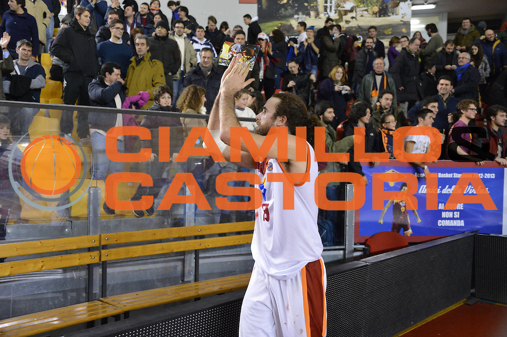 DESCRIZIONE : Roma Lega A 2012-13 Acea Roma Scavolini Banca Marche Pesaro<br /> GIOCATORE : Luigi Datome<br /> CATEGORIA : pubblico esultanza<br /> SQUADRA : Acea Roma<br /> EVENTO : Campionato Lega A 2012-2013 <br /> GARA : Acea Roma Scavolini Banca Marche Pesaro<br /> DATA : 20/01/2013<br /> SPORT : Pallacanestro <br /> AUTORE : Agenzia Ciamillo-Castoria/GiulioCiamillo<br /> Galleria : Lega Basket A 2012-2013  <br /> Fotonotizia :  Roma Lega A 2012-13 Acea Roma Scavolini Banca Marche Pesaro<br /> Predefinita :